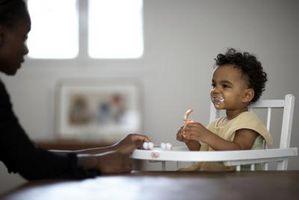 Hva miljøfaktorer påvirker fysisk utvikling fra fødsel til 1 år gammel?