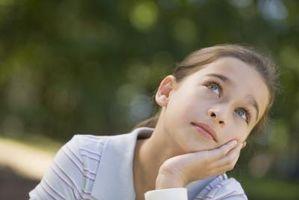 Hvordan hjelpe barn å tenke kritisk