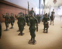 Hvordan lage en hær Fort for Plastic Army Men