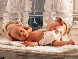 Hvordan amme en preemie baby