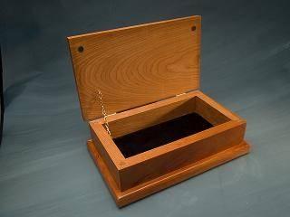 Hvordan lage en smykker boks av tre