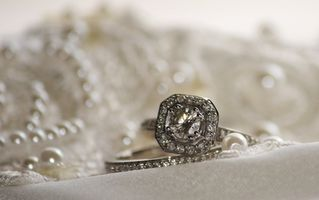 Hvordan Design Engagement Rings Online