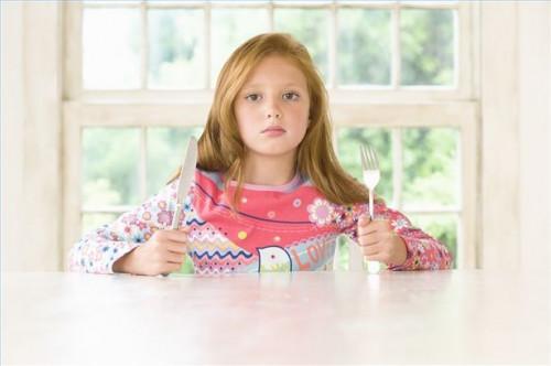 Hvordan lære et barn bordskikk