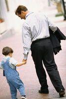 Aktiviteter småbarn kan gjøre med deres Dads å gjøre dem føle seg verdsatt