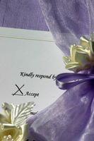 Hvordan få folk til å RSVP til bryllupet