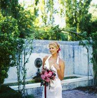 Hvordan lage en wire Arbor ramme for et bryllup