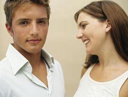 Hvordan snakke med en gutt du virkelig liker, men du knapt kjenner