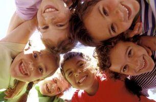 Hvordan å oppmuntre barna til å ha et sosialt liv