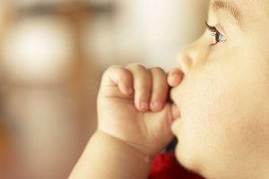 Hvordan velge trygge leker for et spedbarn