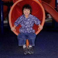 Hvordan finne morsomme innendørsaktiviteter for barn