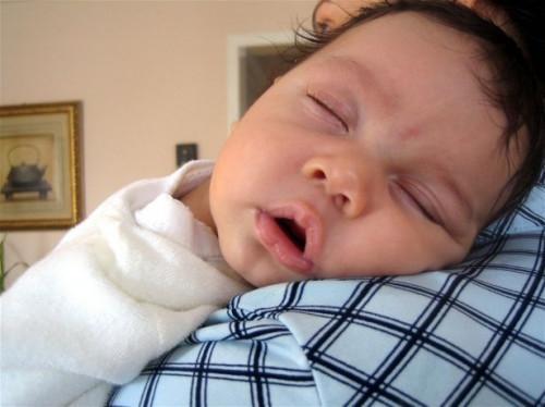 Hvordan lage en te for å hjelpe en Baby Sleep