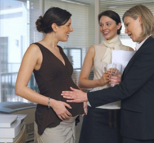 Hvordan få noen til å være en surrogatmor