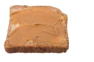 Hvordan Presenter Peanut Butter til en Toddler