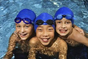 Barna kan gå i bassenget med lus?