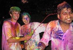 Hvordan feire den hinduistiske Festival of Colors