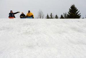 Ungdomsgruppeaktiviteter i snøen