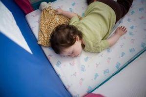 Teknikker for å hjelpe en 2-Year-Old Sleep Through the Night