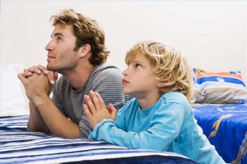 Hvordan lære et barn å be
