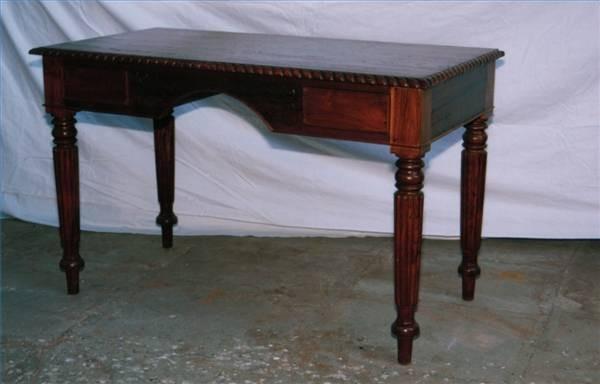 Selge antikke møbler