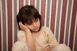 Hvordan hjelpe barn Cope med dødsfallet til en mor eller kjær