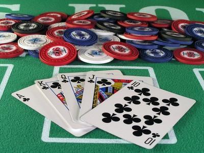 Hvordan lage en bærbar pokerbord