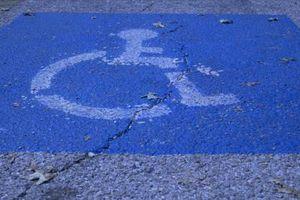 Hva kan foreldre gjøre for å hjelpe smårollinger med nedsatt funksjonsevne?