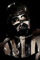 Hvordan endre stemmen i en Darth Vader maske