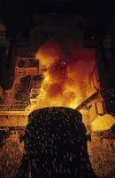 Hva Metaller legges til Steel å gi det visse egenskaper?