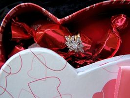 Hvordan lage Valentine invitasjoner
