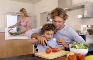I hvilken alder er det trygt for barna å Hakk grønnsaker?
