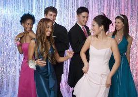 Måter å invitere noen til en Homecoming Dance