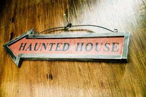 Hvordan lage din egen utendørs Haunted House Maze