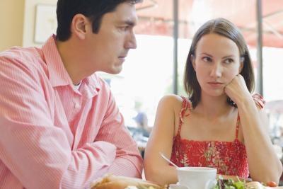 Hva er årsaken til Trust å bli brutt i et forhold?