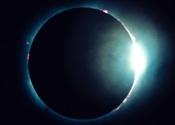 Slik viser en solformørkelse