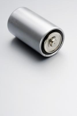Hvordan koble opp 6-volts batteri for 12 volt