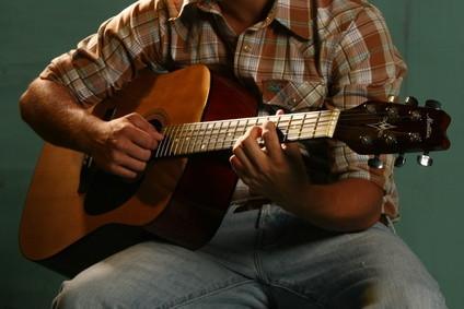 Anbefalte akustiske gitarer for nybegynnere