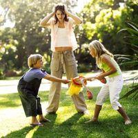 Slik hindrer barn fra å ta leker fra andre