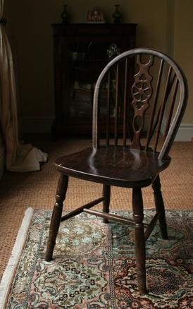 Hvordan fikse ødelagte Wooden Maple Chair Spindler