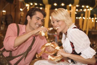Hva er noen billige romantisk date ideer?