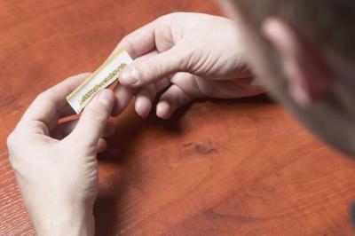 Hvordan bruke en Tobacco Grinder