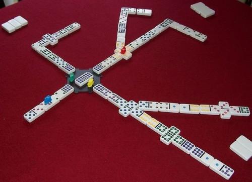 Regler for å spille Mexican Train Dominoes spill