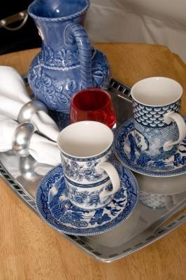 Hvordan identifisere Old German Porcelain