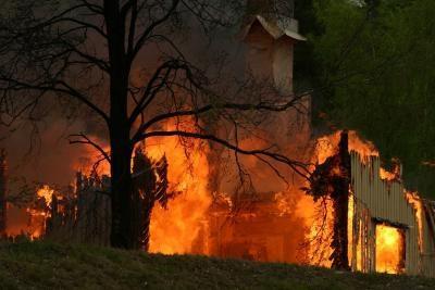 Hvilke utfordringer kan oppstå når Fotografering en Arson Scene?