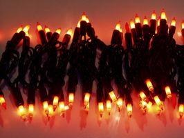 Hvordan String Christmas Lights på Busker