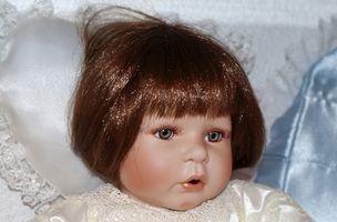 Hvordan vet man at forskjellen mellom Antique & Reproduksjon Bisque Dolls