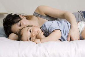 Hva er noen grunner til My Toddler ikke sover gjennom natten?