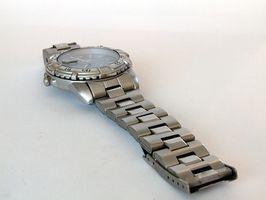 Slik fjerner lenker fra en Charles Raymond Watch