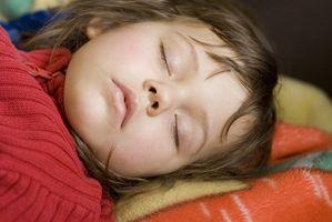 Hvordan bruke Veide Dyner å hjelpe barn Sleep