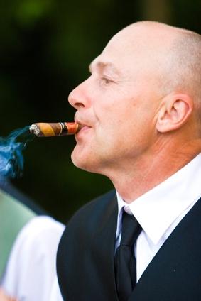 Hvordan lage en provisorisk Cigar Humidor
