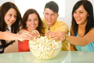 Hvordan lage en Paper Popcorn Holder for Halloween